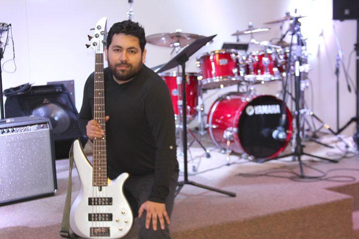 Milton Triviño (Bajo y sonido)
